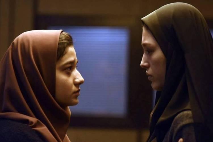 (تصویر) چهره بازیگران زن سینمای ایران بر دیواری در فرانسه