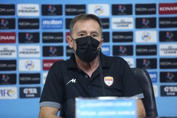 خبرنگاران مربی فولاد: راه طولانی در لیگ قهرمانان آسیا داریم