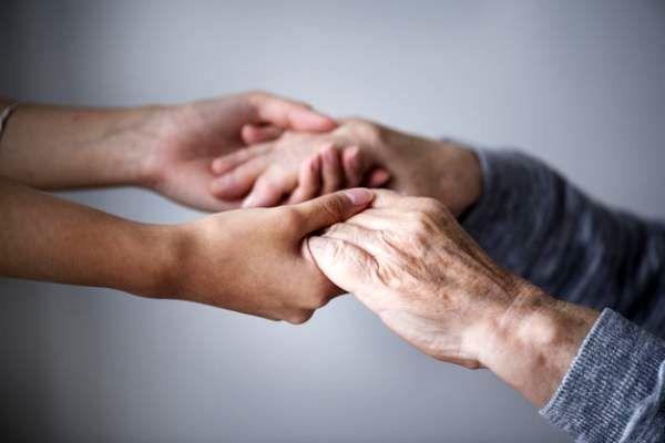 پیری از این نقطه بدن آغاز می گردد؛ با این روش دیرتر پیر می شوید