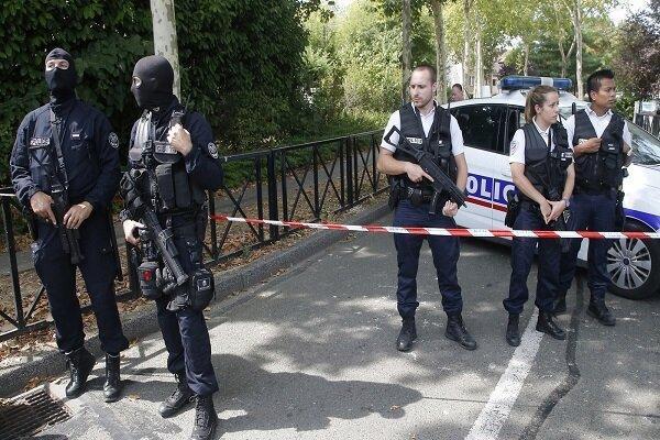 یک افسر پلیس فرانسه مورد اصابت ضربات چاقو قرار گرفت و کشته شد